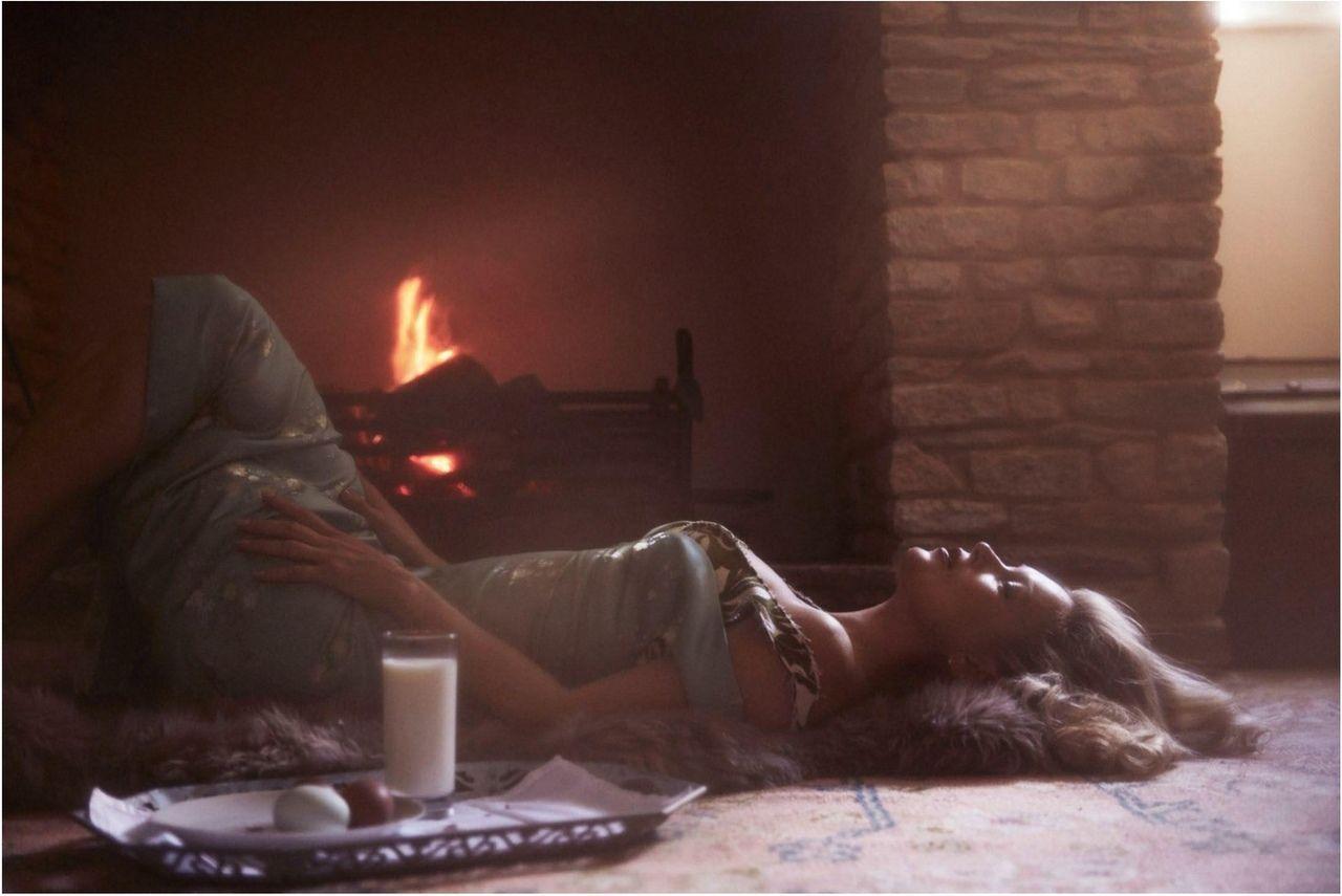 Кейт Мосс в нежном образе позировала для французкого глянца