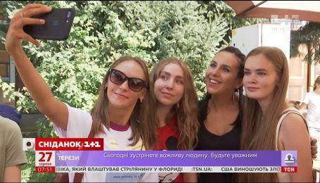 Charity weekend: українські зірки стали продавцями смаколиків заради благодійності