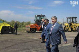 Показуха нам не нужна: Порошенко осмотрел обновленную дорогу в Николаевской области