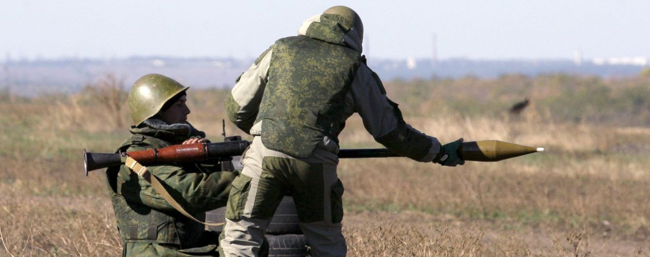 Боевики на Донбассе обстреляли из ПТРК военный грузовик с продуктами: двое бойцов погибли