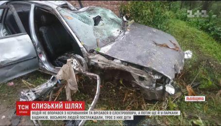 Восьмеро людей постраждали під час ДТП на Львівщині