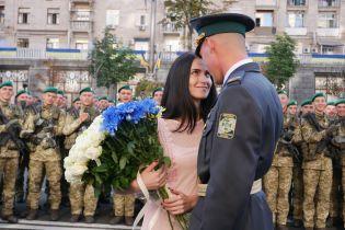 Зворушливе освідчення: на параді в Києві курсант зробив пропозицію коханій