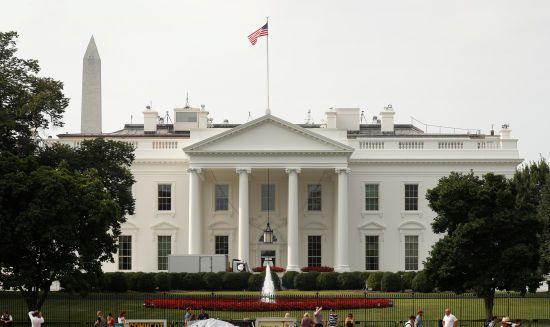 Вшанування Маккейна. Після шаленої критики на Білому домі знову опустили прапор