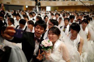 В Южной Корее одновременно поженились 4 тысячи пар. Не все молодожены были знакомы до свадьбы