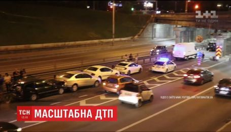 Семь автомобилей столкнулись на проспекте Победы в Киеве
