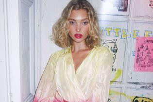 У сукні-халаті: Ельза Госк у сміливому образі сходила на прогулянку