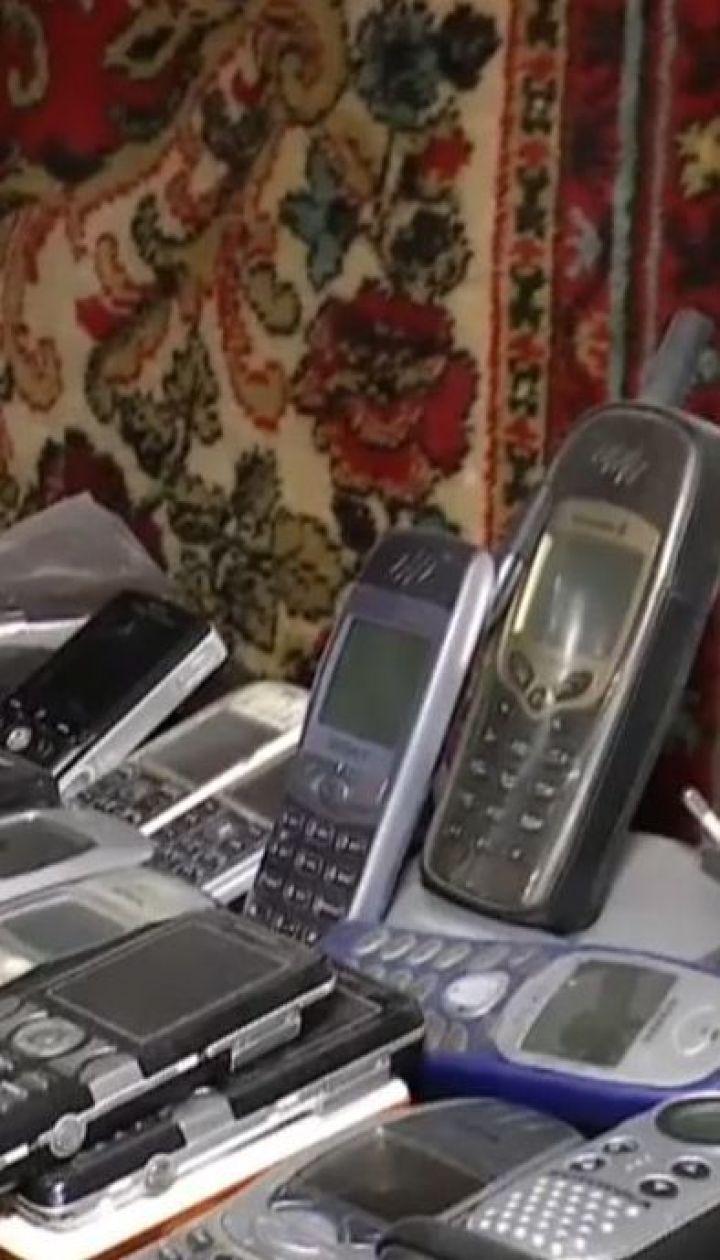 На заході молодь повертається до кнопкових телефонів, аби не відволікатися на соцмережі