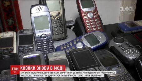 Кнопкові телефони обігнали смартфони за темпом розвитку світового ринку