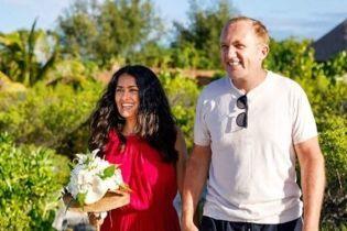 После 9 лет брака Сальма Хайек повторила свадьбу с мужем