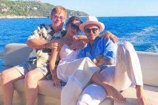 Відпочинок триває: Девід та Вікторія Бекхеми релаксують на яхті Елтона Джона