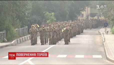 Легендарна 24-та бригада у повному складі повернулася з Донбасу додому