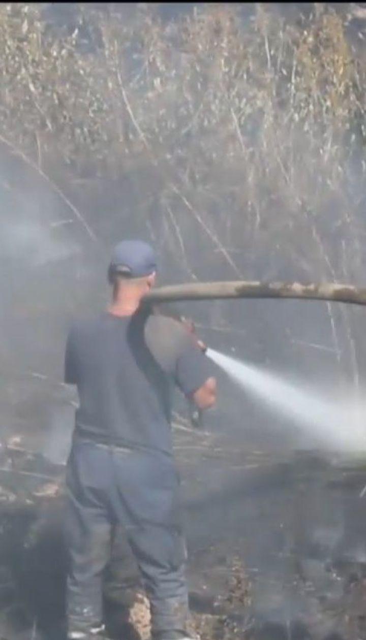 Третьи сутки спасатели пытаются потушить пожар на Полтавщине