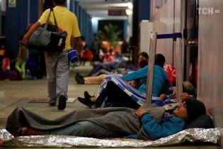 Війська на кордоні та надзвичайний стан у країн-сусідів: із Венесуели масово тікають громадяни. Інфографіка