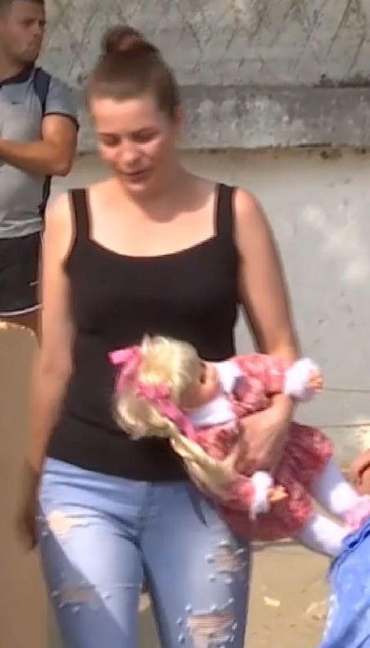 В Одесі молода жінка залишила своє немовля на пляжі і зникла
