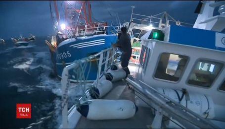Французькі рибалки напали на британських через морських гребінців