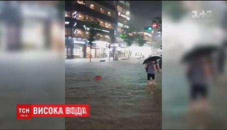 Мощное наводнение унесло жизнь по меньшей мере одного жителя Сеула