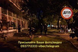 В Киеве ограбили и подожгли магазин с закрытым внутри продавцом