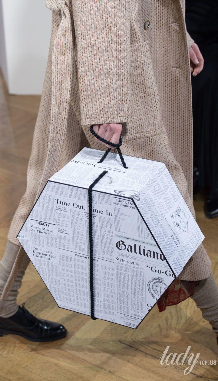 Коллекция John Galliano прет-а-порте сезона осень-зима 2018-2019 @ Getty Images