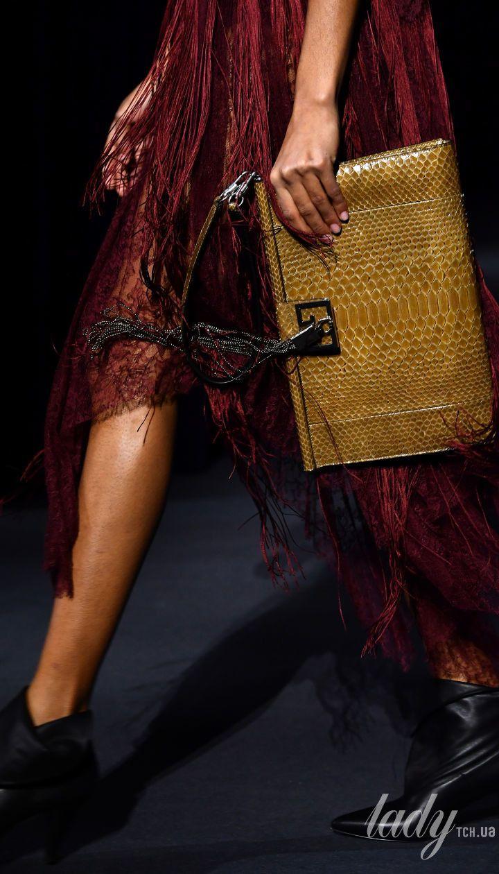 Коллекция Givenchy прет-а-порте сезона осень-зима 2018-2019 @ Getty Images