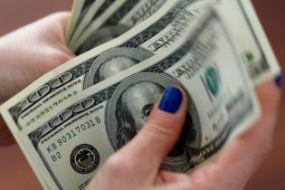 Долар і євро здорожчали в курсах Нацбанку. Інфографіка