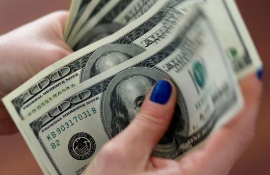 Долар і євро підкорили нові висоти, а гривня знецінилася в курсах Нацбанку на п'ятницю та вихідні