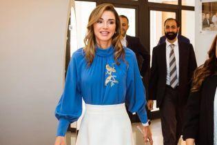 В элегантном наряде: красивая королева Рания посетила деловое меропритие