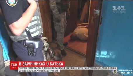 Правоохранители провели спецоперацию, чтобы вызволить детей из плена собственного отца