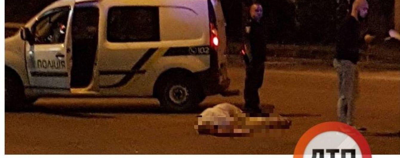 ДТП в Киеве: мотоциклист на смерть сбил пешехода