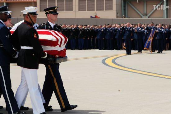 Стрілянина в Канаді та жалоба в США за Маккейном. П'ять новин, які ви могли проспати