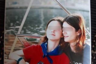 Подвійне самогубство у Дніпрі: молода пара виклала доріжку з троянд і викинулась із 8-го поверху