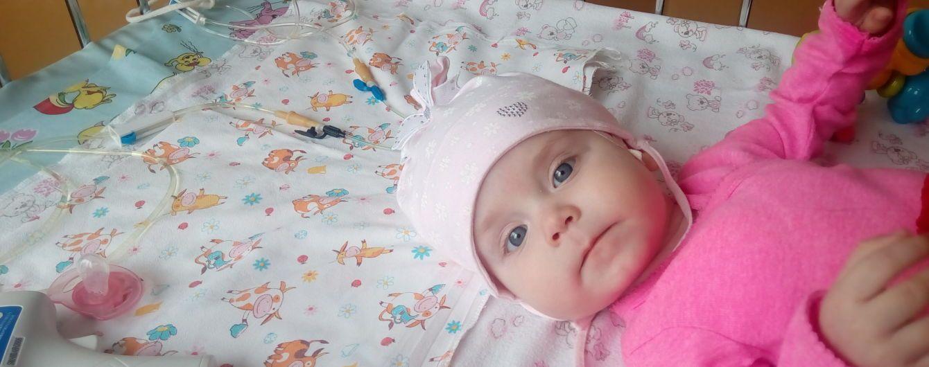 Крихітна Єва перенесла вже 14 операцій і тепер потребує допомоги закордонних лікарів