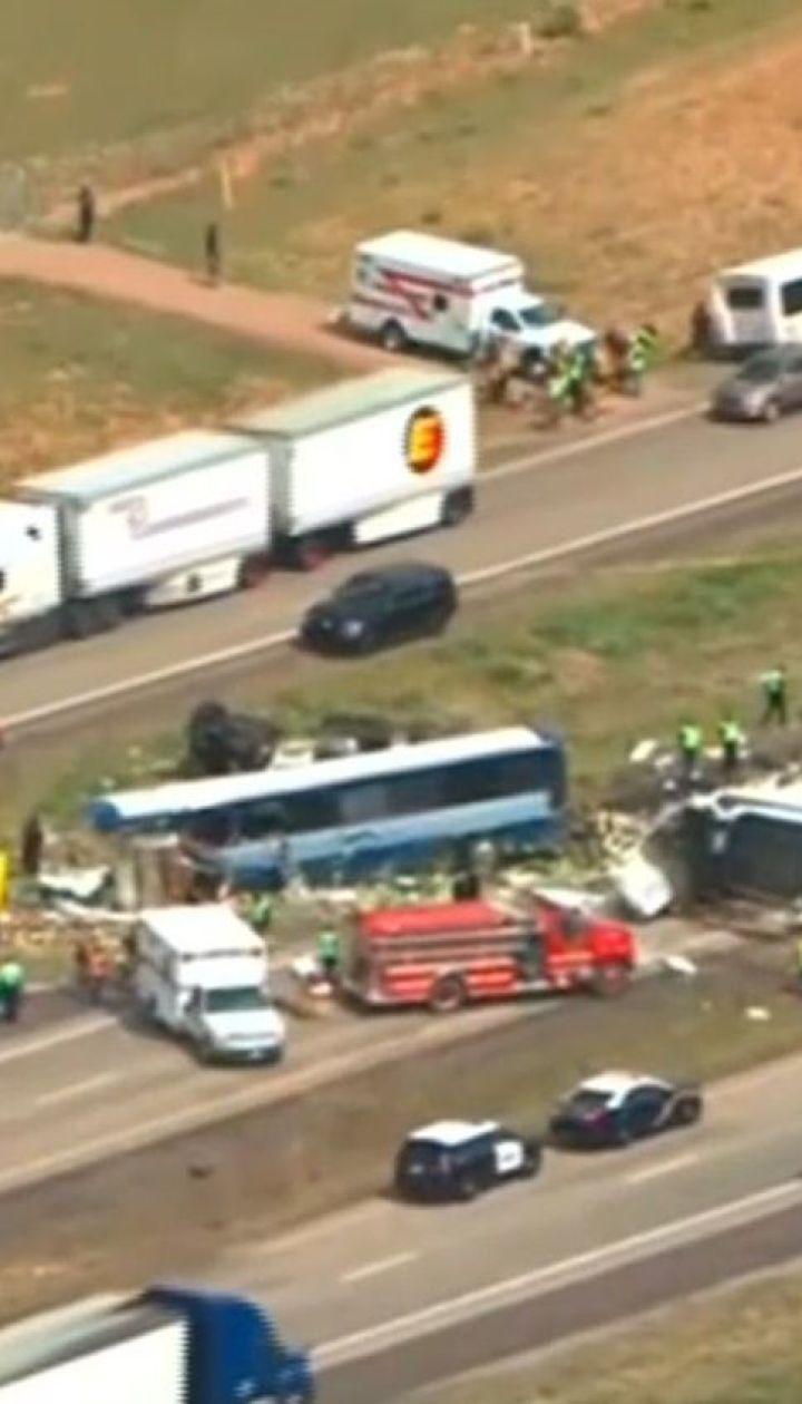 В штате Нью-Мехико пассажирский автобус столкнулся с грузовиком, есть погибшие