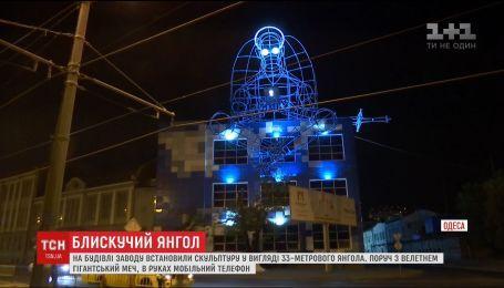 Скульптуру янгола у позі лотоса встановили на будівлі заводу в Одесі