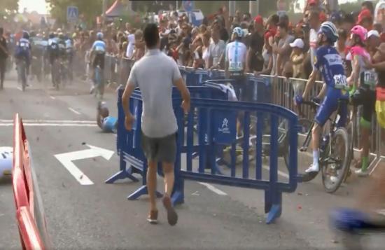 Вертоліт зніс декількох велосипедистів на гонці в Іспанії