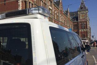 В Амстердамі невідомий на центральному вокзалі напав на людей з ножем