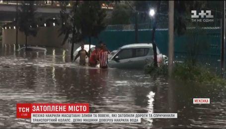 Шопинг в воде и реки вместо дорог. Мехико накрыли ливни и наводнения