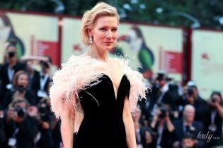 С очень глубоким декольте: Кейт Бланшетт в красивом платье позировала на красной дорожке Венецианского кинофестиваля