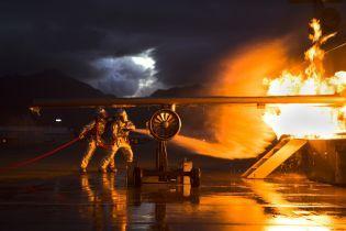 У Сочі Boeing викотився за межі посадкової смуги і загорівся, є постраждалі