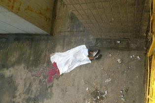 В Киеве возле общежития КПИ обнаружили труп студента