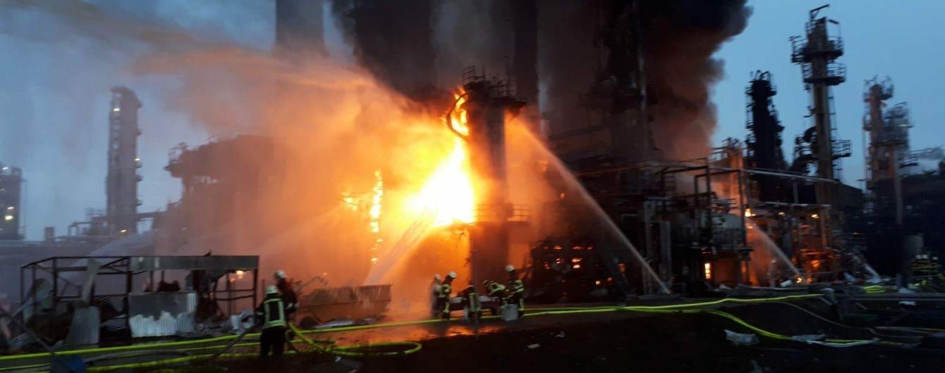 В Баварии после взрыва горит нефтеперерабатывающий завод: тысячи людей эвакуированы