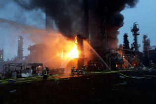 У Баварії після вибуху горить нафтопереробний завод: тисячі людей евакуйовано