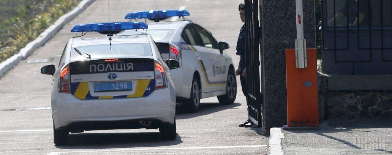 В Ивано-Франковске ночью выпивший мужчина на светофоре влетел в машину патрульных