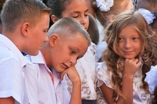 Нетрадиционный день знаний: в Украине 1 сентября дети ели мороженое и устраивали пикники