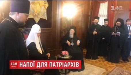 В Сети появилось видео, на котором якобы зафиксирована попытка отравить патриарха Варфоломея