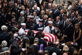 Порошенко назвал сенатора Маккейна героем Америки и Украины