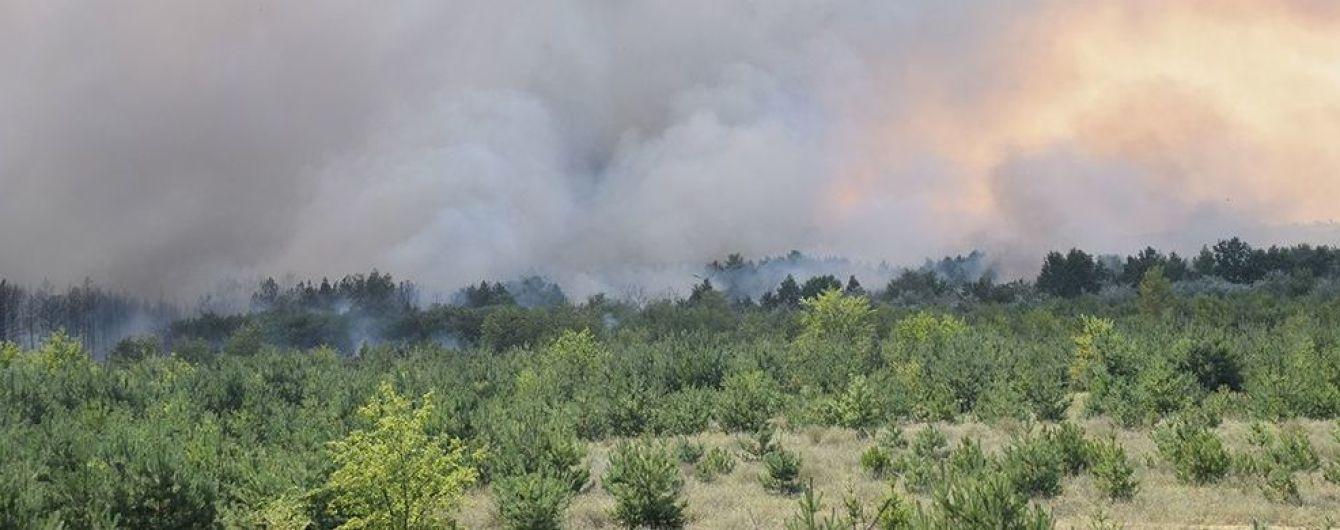 Масштабну пожежу на Харківщині гасили літаком, вертольотом і поїздом
