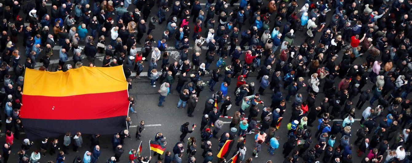 Сутички з поліцією і бруківка як зброя. У Німеччині почалися нові заворушення через мігрантів