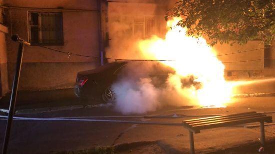 У Рівному невідомі спалили коштовне авто депутата міськради