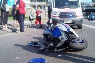 В Киеве мотоцикл на скорости влетел в троллейбус