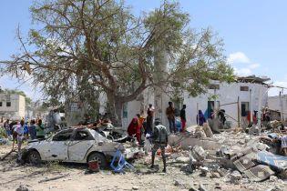 По меньшей мере шесть человек погибли в результате подрыва смертника в столице Сомали